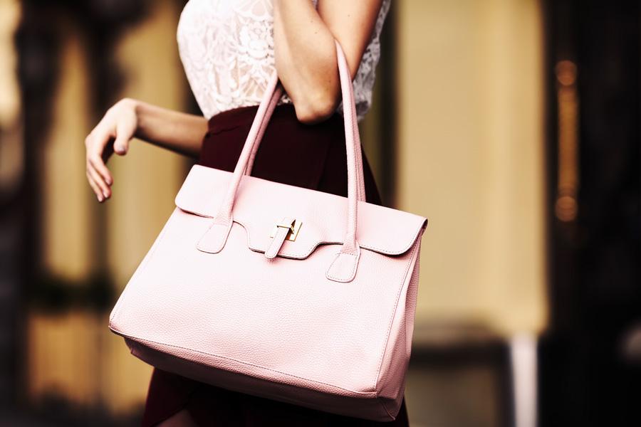 2b136f59a2cd 女性の誕生日プレゼントはバッグでキマリ!プチプラからハイブランドまでおすすめ15選 - Dear[ディアー]
